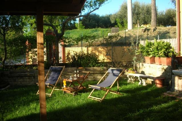 Deliziosa casa di campagna casa abbinata con giardino privato a cartoceto quandovai - Giardino di campagna ...